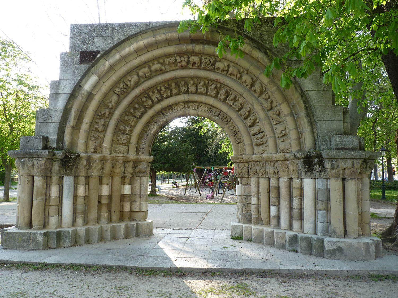 Portada Y Restos De La Iglesia De Nuestra Senora De La Llana Lista